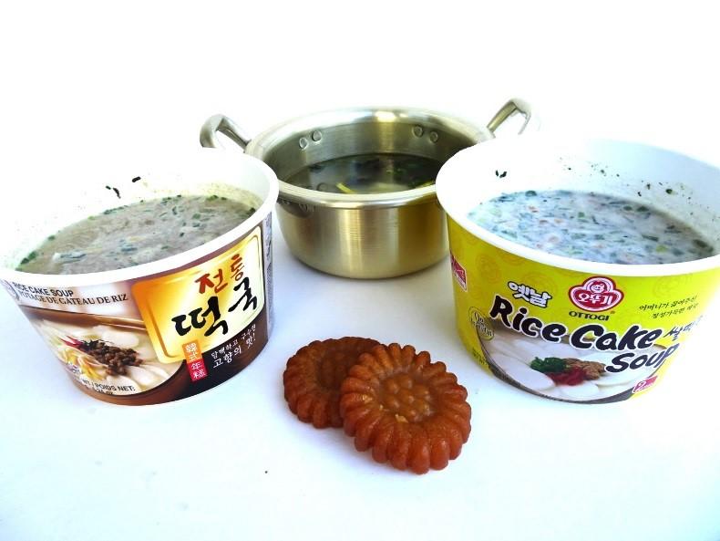 Tteokguk 떡국 (Rice Cake Soup)