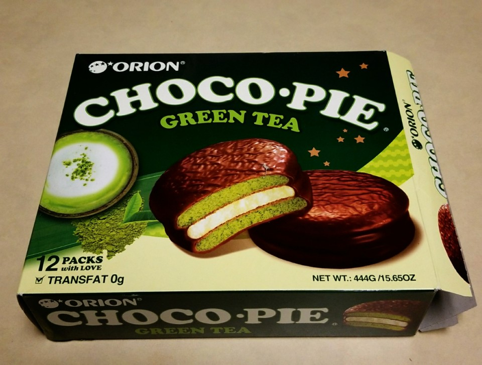 Snack Sunday: Orion Choco Pie Green Tea Matcha Latte